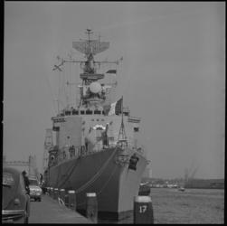 23256-4-6 De onderzeebootbestrijdingsjager Vauquelin van de Franse marine brengt een bezoek aan Rotterdam en ligt hier ...