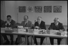 23309-2-7 Persconferentie naar aanleiding van de overname van R.S. Stokvis en Zn. N.V. door het OGEM-concern. Van links ...