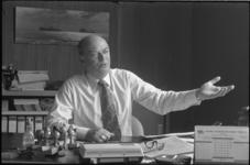 23522-4-26 Bob Stolk, voorzitter van de Nederlandse Federatie van Naturistenverenigingen, heeft een op 2-11-1971 ...