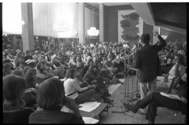 23540-4-38 Dichtmanifestatie Poetry International in de Doelen.