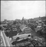 23567-2-2 Terreinoverzicht met autowrakkenpers van de Eerste Rotterdamse Autowrakken Dienst aan de Hoofdweg 99 ...