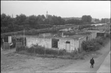 23595-A-5-6A De speeltuin van speeltuiinvereniging 'Het Noorden' aan de Noorderkanaalweg 1. Op de achtergrond (midden) ...