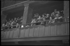 23701-5-9A Veel belangstelling op de publieke tribune tijdens de gemeenteraadsvergadering waarin de rellen in de ...