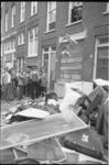 23709-7-18A Wijkbewoners gooien huisraad van Turkse gastarbeiders op de straat.