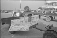 23748-1-39 Demonstratie tegen zandwinning voor de aanleg van de Maasvlakte in het Oostvoornse Meer. Vanaf het ...