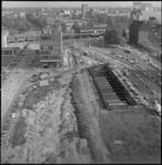 23769-4-8 Hoog overzicht van de Blaak, met de bouwput voor de metro, het Cebeco-gebouw en achterin Station Blaak en het ...