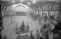 23777-2-38 In een voormalig kerkgebouw is een nieuwe sportaccommodatie ingericht voor boksvereniging Huizenaar.
