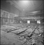 23806-4-3 Leeggesloopte theaterzaal van Luxor.