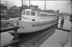 23846-4-25 Sexboot Mermaid afgemeerd in de Voorhaven.