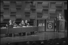 23847-6-8 Lijstaanvoerders van ARP, CHU en KVP als forumleden op het toneel in de Doelen.