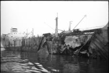 24008-6-56 Schade aan de Noorse tanker 'Hallanger' na de ontploffing.