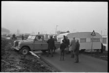 24017-1-22 Vijf caravans worden onder toezicht van de politie verwijderd woonwagenkamp De Kievit.