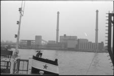 24130-6-1 Bouw van het vuilverbrandingscomplex Brielselaan, gefotografeerd vanaf de Maashaven-noordzijde.
