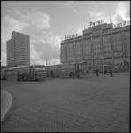 24156-1-9 RET-bussen bij halte-eilanden op het Stationsplein.