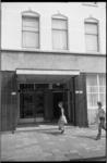 24359-3-42 Ingang van wijkhuis het Oude Noorden, 1e Pijnackerstraat 102-104.