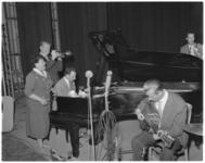 244 Dutch Swing College Band met Engelse zangeres Neva Raphaello in de Groote Schouwburg.