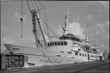 24509-7-5 Het motorschip Poseidon onderhield een soort lijndienst vanuit Vlissingen naar Engeland. Het is een aantal ...