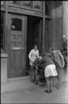 24519-2-4 Verhuizing van ouderen van het Tehuis van Ouden van Dagen aan de Oostervantstraat naar bejaardencentrum ...