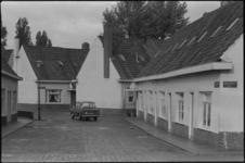 24521-2-41 Opname van de Aakstraat in het Witte Dorp. In het jaar 1973 is er een wijkbewonerscomité actief geworden en ...