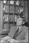 24525-4-3a Portret van mr. Hans Mentink, lid van de gemeenteraad van Rotterdam; fractieleider van D'66.