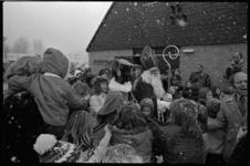 24587-6-7 Sinterklaas opent kinderboerderij De Bokkesprong aan de Tjalklaan.
