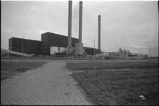 24601-4-54 De afvalverwerkingsfabriek bij Rozenburg. Er was discussie of een tweede afvalverwerkend bedrijf (het Britse ...