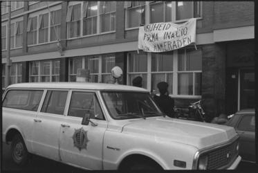 24630-1-11 Bezetting van het Portugese consulaat in het Calandhuis aan de Willemskade 18 door dertien leden van het ...
