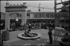 24721-2-28 Optreden van de Engelse straattheatergroep John Bull Puncture Repair Kit op het Lijnbaanplein.