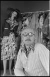 24735-5-9 Portret van mode-ontwerper Carl Gellings. Na 22 jaar stopt hij met zijn mode-ontwerpstudio.