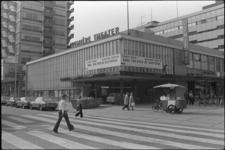 24764-3-32 De bioscoop Lumière op de hoek van de Kruiskade en de Lijnbaan. Op 11-07-1974 is Lumiere I geopend; Lumiere ...