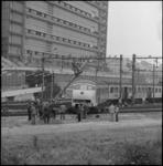 24973-1-6 Op de spoorlijn Rotterdam-Dordrecht is een trein ontspoord ter hoogte van het Stationspostkantoor.