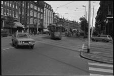 25009-6-55 Kruispunt Middellandplein / Claes de Vrieselaan; in het midden het witgeverfde wijkgebouw Middelland. Het ...