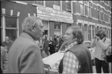 25045-2-5 De staatssecretaris van Volkshuisvesting Jan Schaefer opent in de Vinkenstraat 107 een modelwoning van de ...