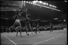 25086-4-23 Spelmoment uit de basketbalwedstrijd Transol - Sutton Crystal Palace in het Sportpaleis Ahoy'.