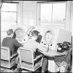 251 Interieur van de radarpost voor de Nieuwe Waterweg.