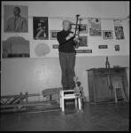 25136-4-11 Poppenspeler H.C. Hoebe van Marionettentheater Paljas.