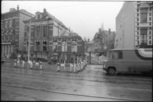 25161-2-8 Sloop van huizen aan de Nieuwe Binnenweg 159-163, ter hoogte van de Saftlevenstraat. Op de achtergrond zijn ...
