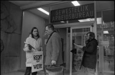 25171-4-2 Demonstratie bij het kantoor van het gewestelijke arbeidsbureau aan de Schiedamse Vest.