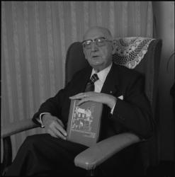 25375-2-1 Portret van dr. C. Rijnsdorp, auteur van het boek Koningskinderen.