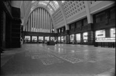 25475-1-17 De hal van het postkantoor aan de Coolsingel. Hier is vanaf 01-05-1976 het Hulp- en Informatie Centrum van ...
