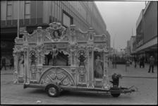 25576-5-7 Het Philo orgel van Jan Roos op de kruising Westewagenstraat/ Hoogstraat.