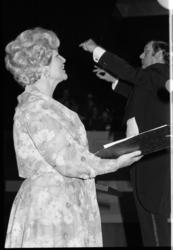 25598-5-23 Zangeres Renata Heemskerk tijdens jubileumconcert in de Doelen van het zangkoor Deo Cantemus onder leiding ...