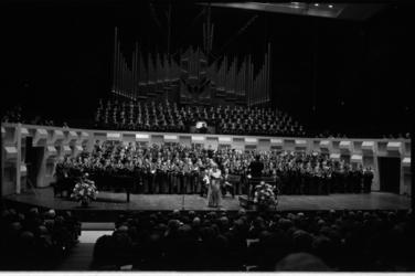 25599-2-11 Deo Cantemus, jubileumconcert in de Doelen