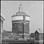 25628-1-3 De watertoren op het DWL-terrein aan de Oude Plantage/Honingerdijk in wijk 'De Esch'.