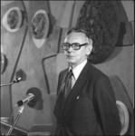 25707-4-10 De minister van Buitenlandse Zaken, Max van der Stoel, in het zalencentrum Engels (Groothandelsgebouw).