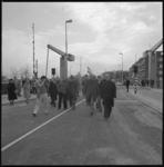 25830-1-12 Opening door wethouder H. van der Pols (rechts) van de nieuwe Stokkenbrug tussen de Schiedamsedijk en het ...