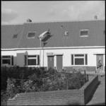 25951-4 Door aannemingsbedrijf ACB gerenoveerde huizen in het Witte Dorp.