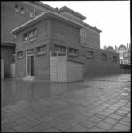 25979-1-10 Het exterieur van het badhuis aan de Delfgaauwstraat. Gemeente maakt zich zorgen over het geringe bezoek van ...