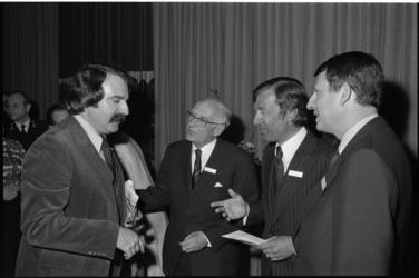 26080-5-4 Receptie ter gelegenheid van het 100-jarig bestaan van het Rotterdams Nieuwsblad met burgemeester A. van der ...