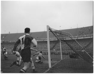 279 Spelmoment uit de voetbalwedstrijd Feyenoord - GVAV.